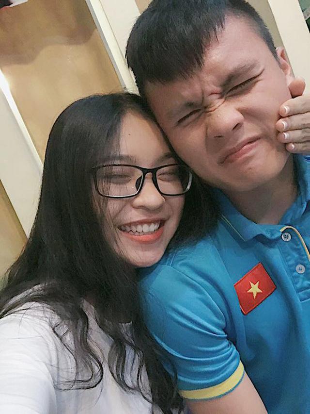 Bạn gái xinh như hot girl của Nguyễn Quang Hải - cầu thủ ghi liên tục 2 bàn thắng trong trận gặp Qatar-1