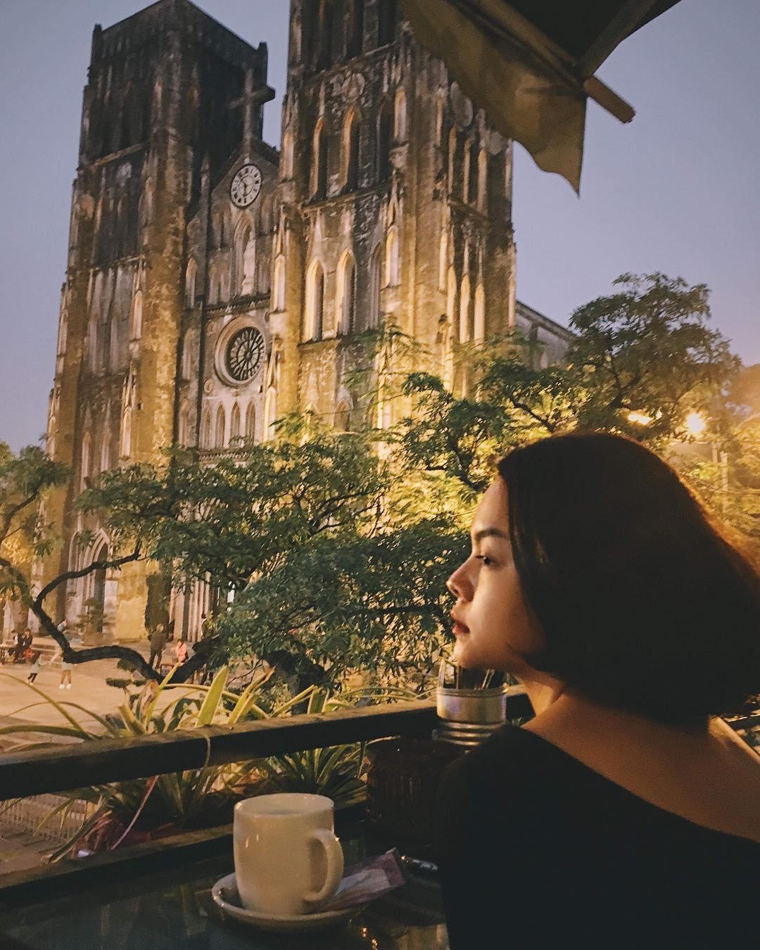 Tin sao Việt: Phạm Quỳnh Anh tự nhủ cố lên, bình yên sẽ đến-1