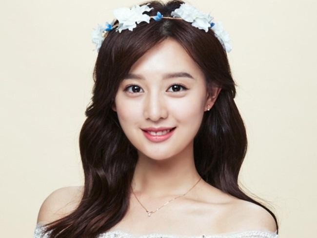 Sao Hàn 23/1: 'Hậu duệ mặt trời' Kim Ji Won tiết lộ lý do không sử dụng mạng xã hội