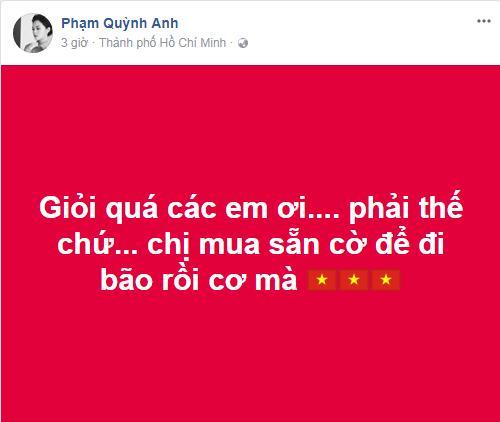 Đàm Vĩnh Hưng mặc quần short, nhảy lên nóc xe ăn mừng chiến thắng của U23 Việt Nam-13