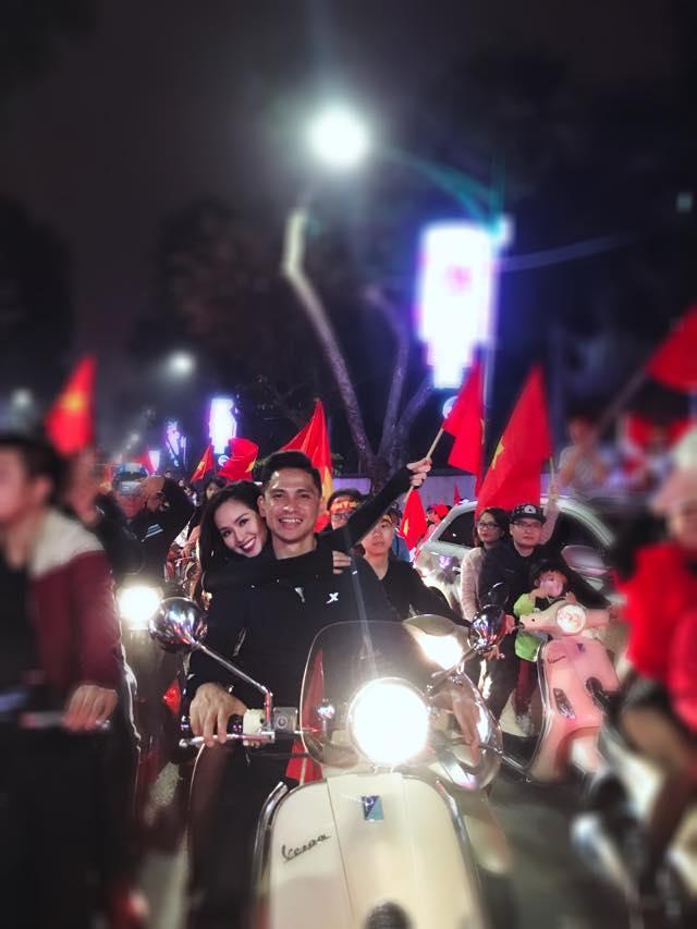 Một đêm đi bão mừng U23 Việt Nam vào chung kết đầy cảm xúc của dàn hot girl - hot boy Việt-1
