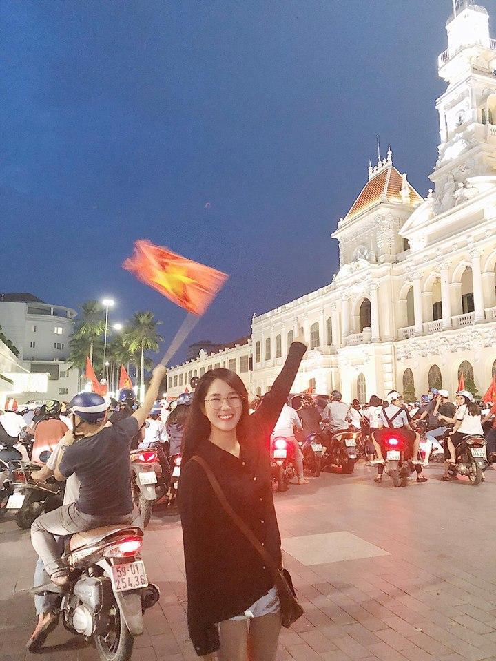 Một đêm đi bão mừng U23 Việt Nam vào chung kết đầy cảm xúc của dàn hot girl - hot boy Việt-4
