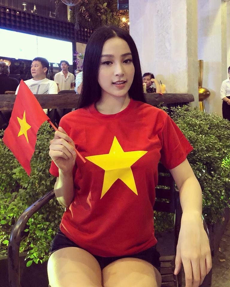Một đêm đi bão mừng U23 Việt Nam vào chung kết đầy cảm xúc của dàn hot girl - hot boy Việt-5