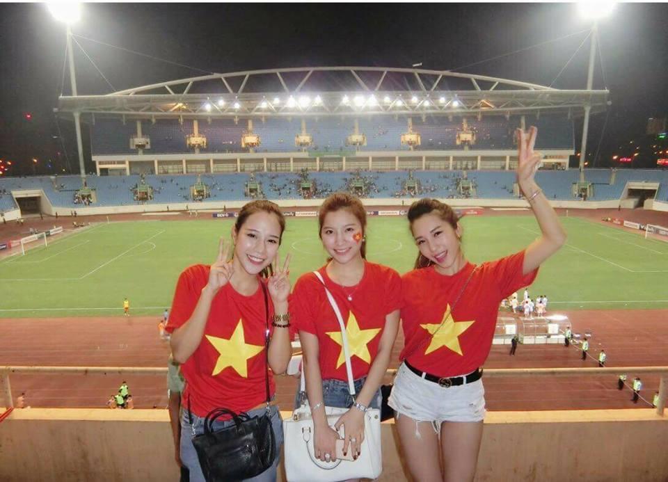 Một đêm đi bão mừng U23 Việt Nam vào chung kết đầy cảm xúc của dàn hot girl - hot boy Việt-8