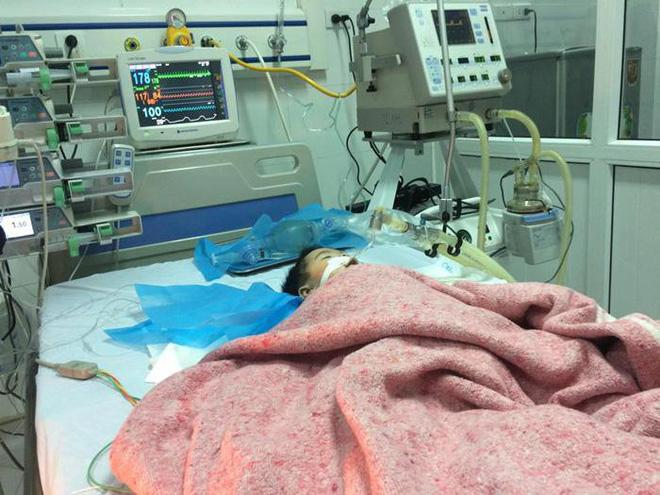 Cháu bé 8 tháng tuổi nguy kịch sau mũi tiêm của nữ điều dưỡng bệnh viện Đông Anh đã tử vong-1