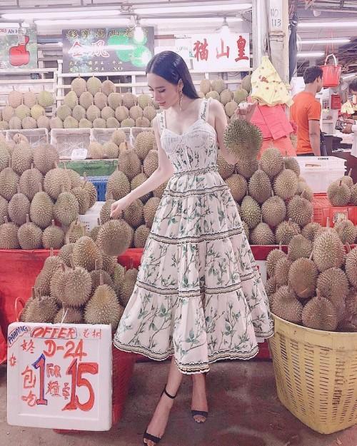 Không chỉ mặc một thiết kế những hai lần, Tóc Tiên còn đụng hàng kép cả Angela Phương Trinh và Tú Hảo-2