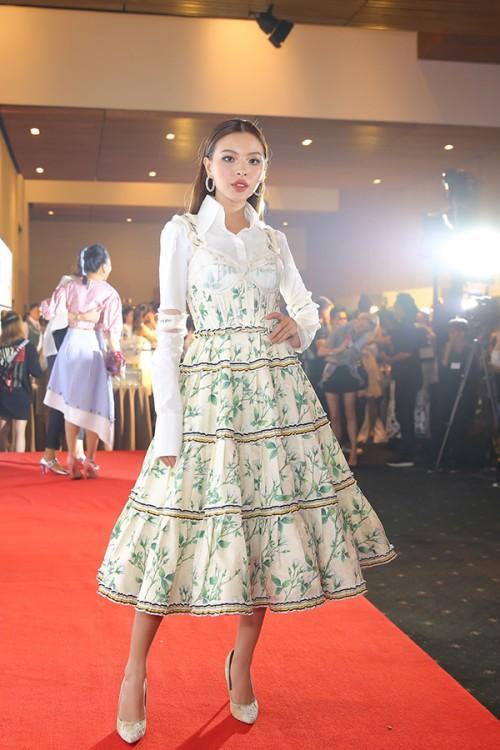 Không chỉ mặc một thiết kế những hai lần, Tóc Tiên còn đụng hàng kép cả Angela Phương Trinh và Tú Hảo-3