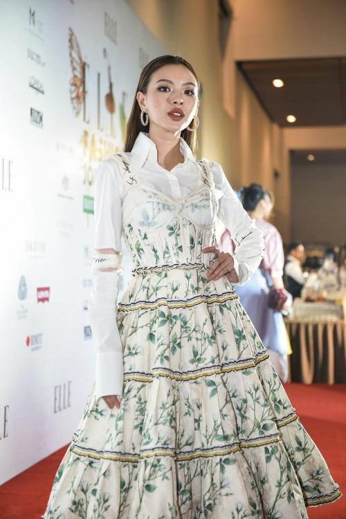 Không chỉ mặc một thiết kế những hai lần, Tóc Tiên còn đụng hàng kép cả Angela Phương Trinh và Tú Hảo-4
