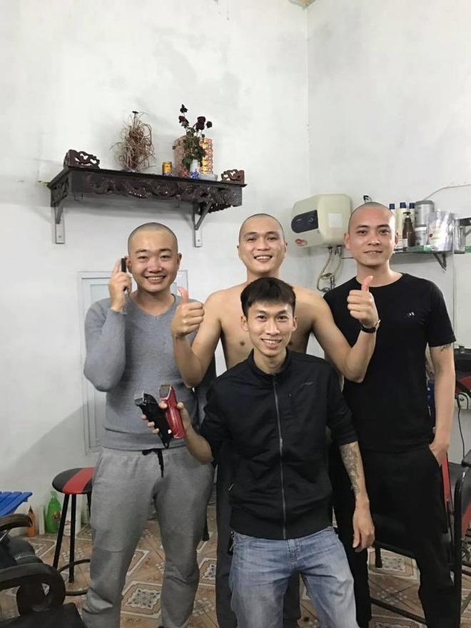 Tạm quên chuyện đi bão, đây mới là cách người hâm mộ thể hiện tình yêu với U23 Việt Nam-5