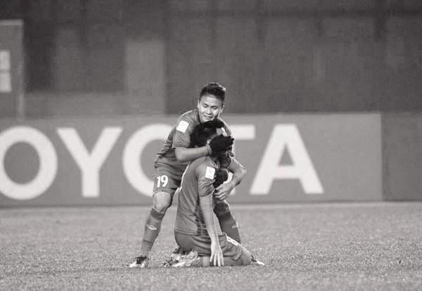 Tiền vệ U23 Việt Nam gạt nỗi đau mất người thân thi đấu hết mình cùng đồng đội giành chiến thắng-1