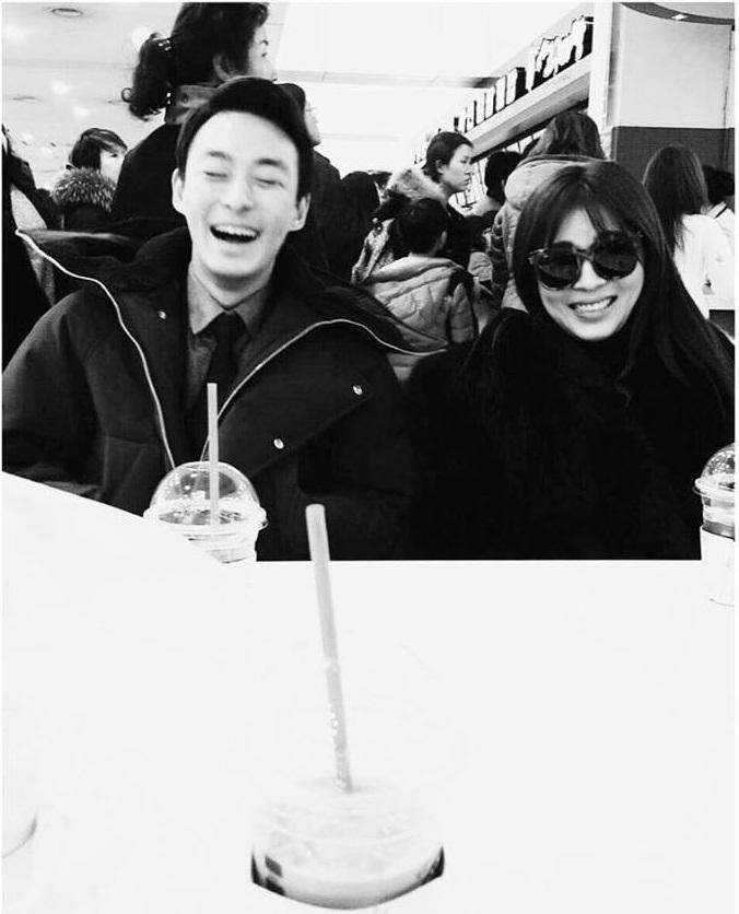 Sao Hàn 24/1: Ha ji Won gọi em trai tự tử vì bệnh trầm cảm là ngôi sao xinh đẹp của chị-1