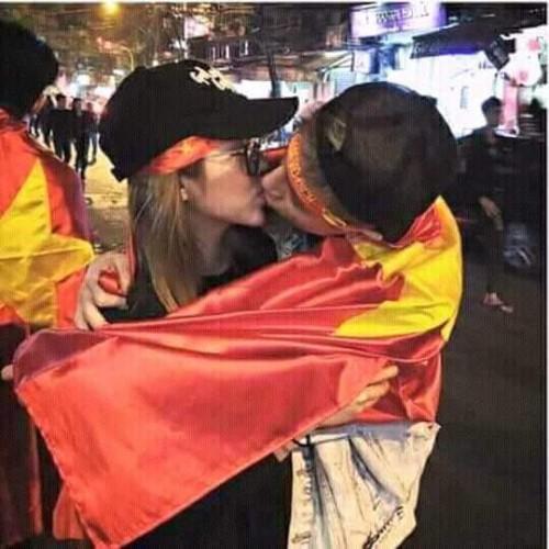 Hot boy Phí Ngọc Hưng của Vì yêu mà đến tiếp tục lộ ảnh hôn cô gái anh từng khẳng định chỉ là bạn-2