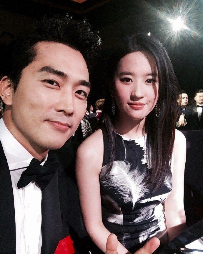 Ngưỡng mộ 2 năm yêu đương đầy mật ngọt, ai ngờ Lưu Diệc Phi và Song Seung Hun chia tay bất ngờ đến thế!-11