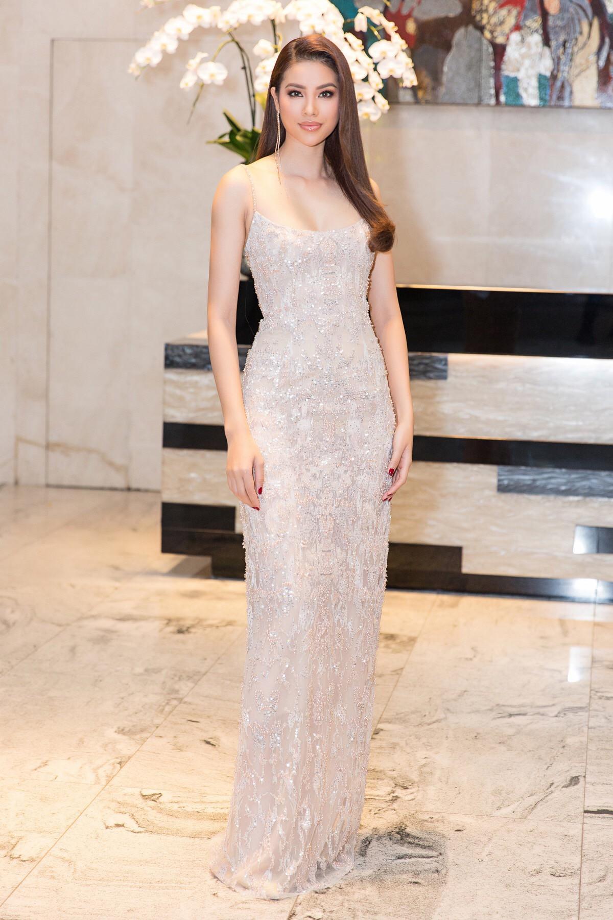 Angela Phương Trinh - Đỗ Mỹ Linh công phá thảm đỏ với sắc vàng rực rỡ nhất tuần qua-9