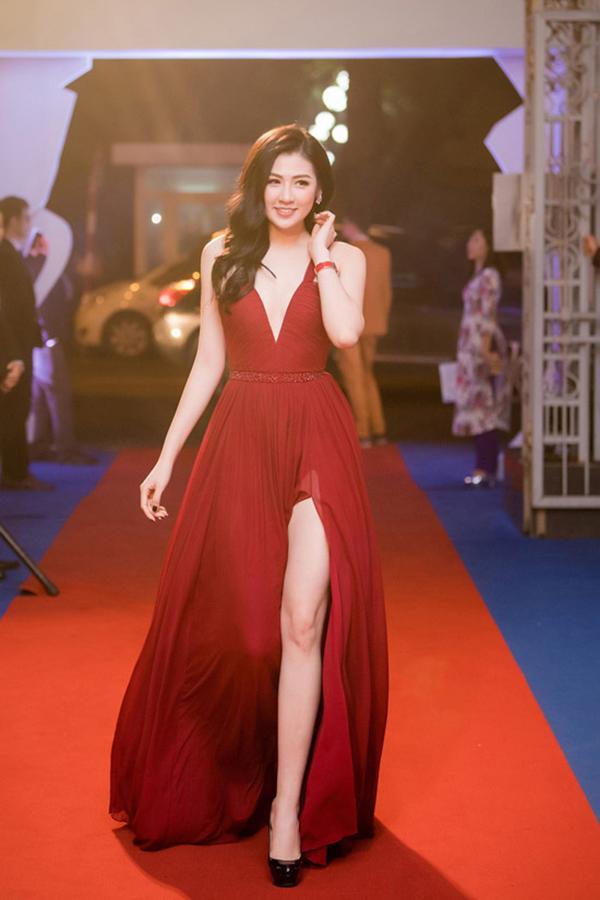 Angela Phương Trinh - Đỗ Mỹ Linh công phá thảm đỏ với sắc vàng rực rỡ nhất tuần qua-8