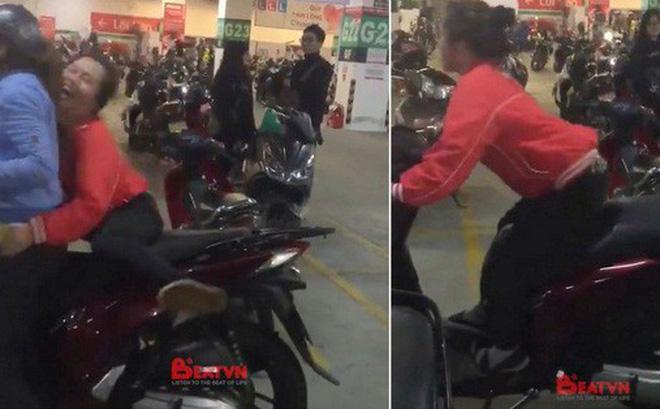 Giữa cơn bão U23 Việt Nam, clip chân ngắn leo xe SH vẫn sốt chóng mặt-1