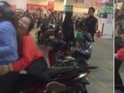 Giữa cơn bão U23 Việt Nam, clip chân ngắn leo xe SH vẫn 'sốt' chóng mặt