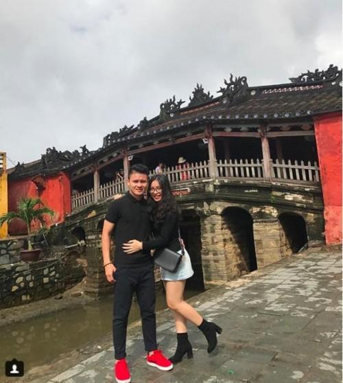 Bạn gái 'người hùng' sân cỏ U23 Việt Nam - người mê diện đồ đôi, người dùng toàn hàng hiệu đắt giá-11
