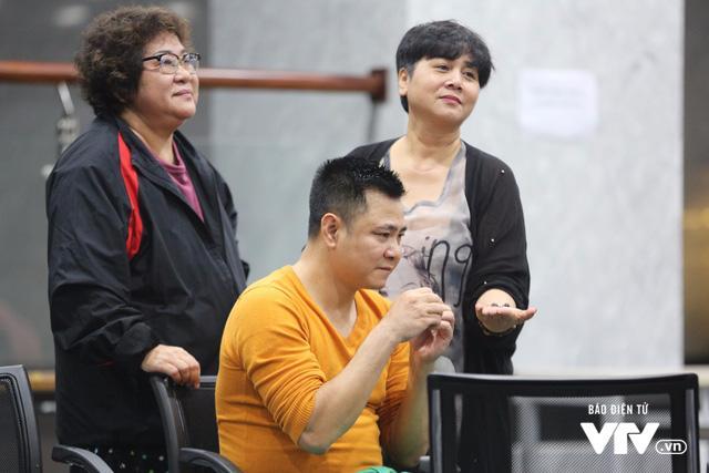 Clip: CỰC HÀI Nghệ sĩ Táo Quân dự đoán U23 Việt Nam vô địch bằng... hạt hướng dương-2