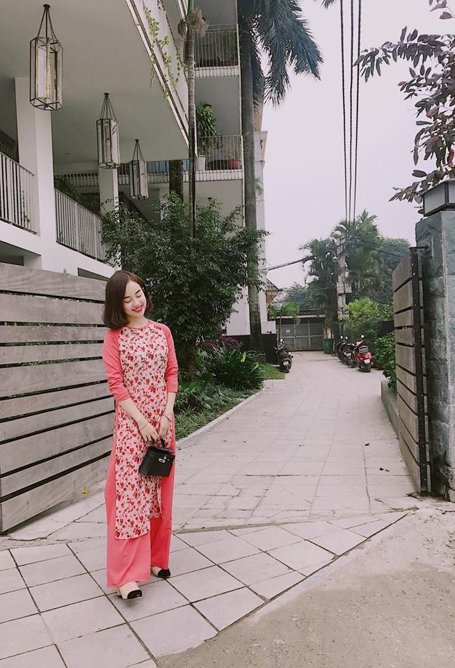 Hot girl - hot boy Việt: Heo Mi Nhon thích thú khi con gái 1 tuổi có thể tự xúc cơm ăn dù đang bị ốm-3