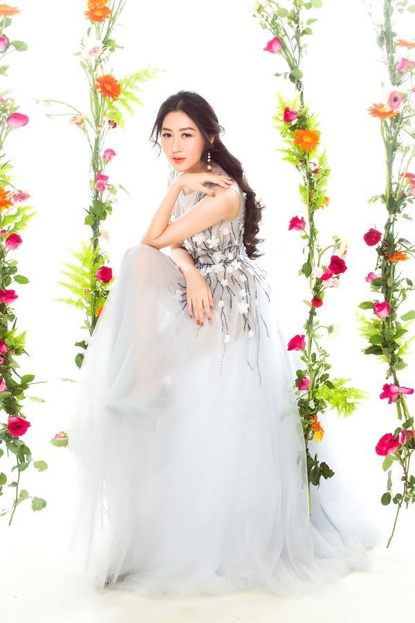 Hoa hậu Huỳnh Thúy Anh hóa nàng xuân chào năm mới 2018-1