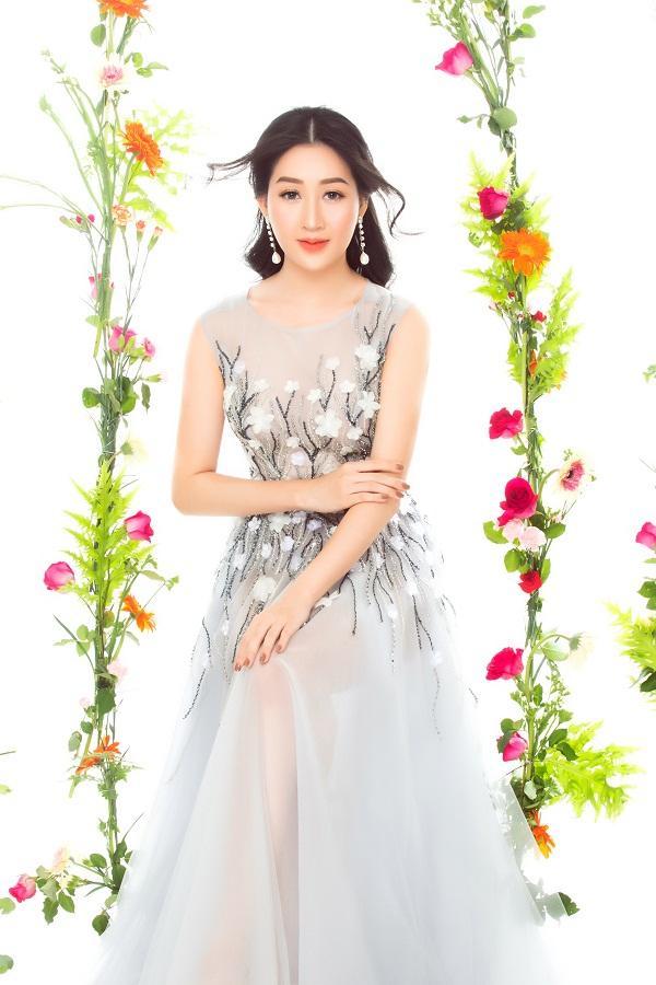 Hoa hậu Huỳnh Thúy Anh hóa nàng xuân chào năm mới 2018-3