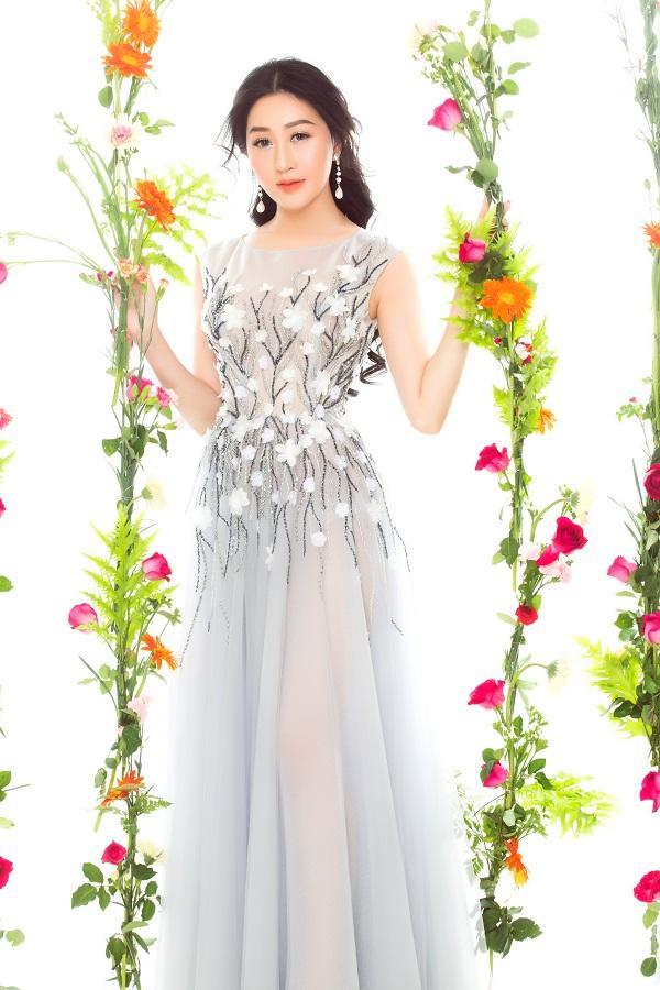 Hoa hậu Huỳnh Thúy Anh hóa nàng xuân chào năm mới 2018-5