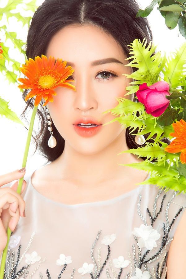 Hoa hậu Huỳnh Thúy Anh hóa nàng xuân chào năm mới 2018-6