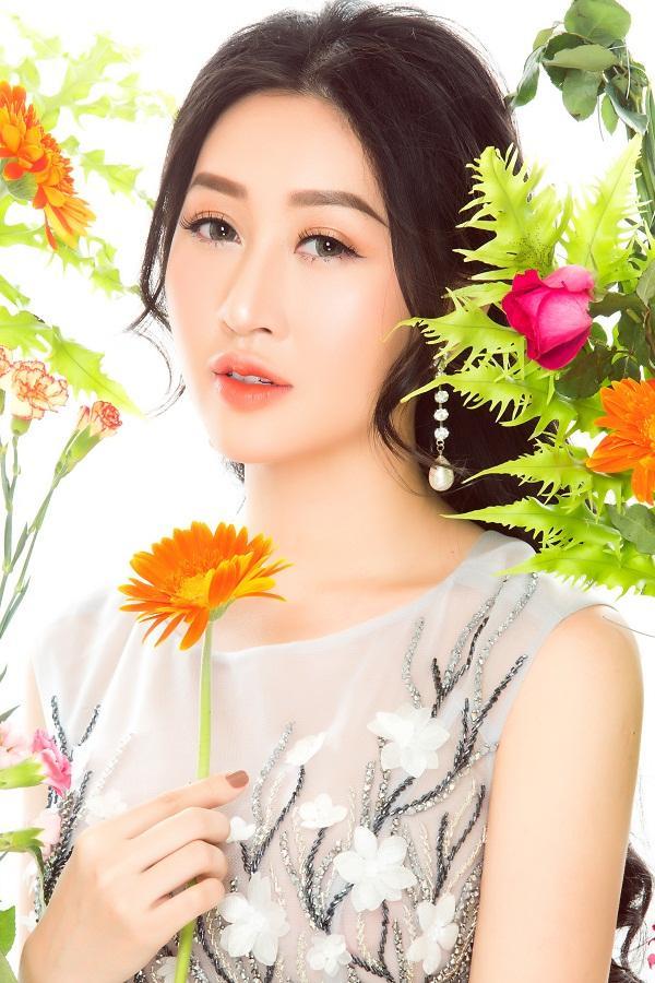 Hoa hậu Huỳnh Thúy Anh hóa nàng xuân chào năm mới 2018-8