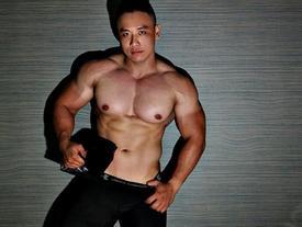 Chàng trai nặng 105 kg vẫn sở hữu cơ bụng 6 múi