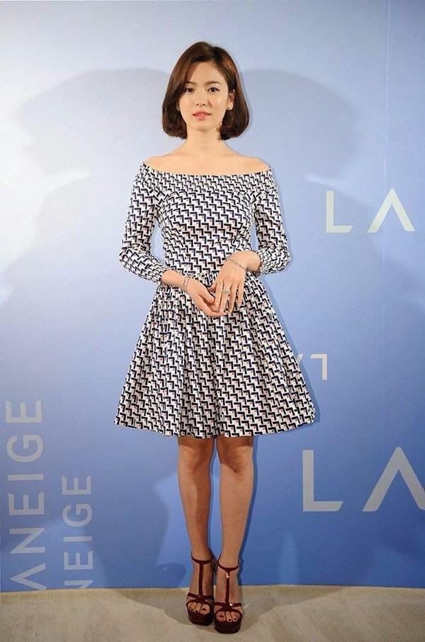Nghịch lý Song Hye Kyo: Ăn vận kiểu cách thì sến nhưng luộm thuộm chút lại chất đừng hỏi-4