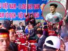 Nhà cầu thủ Bùi Tiến Dũng đông nghẹt người trước giờ U23 Việt Nam bước vào trận đấu đỉnh cao