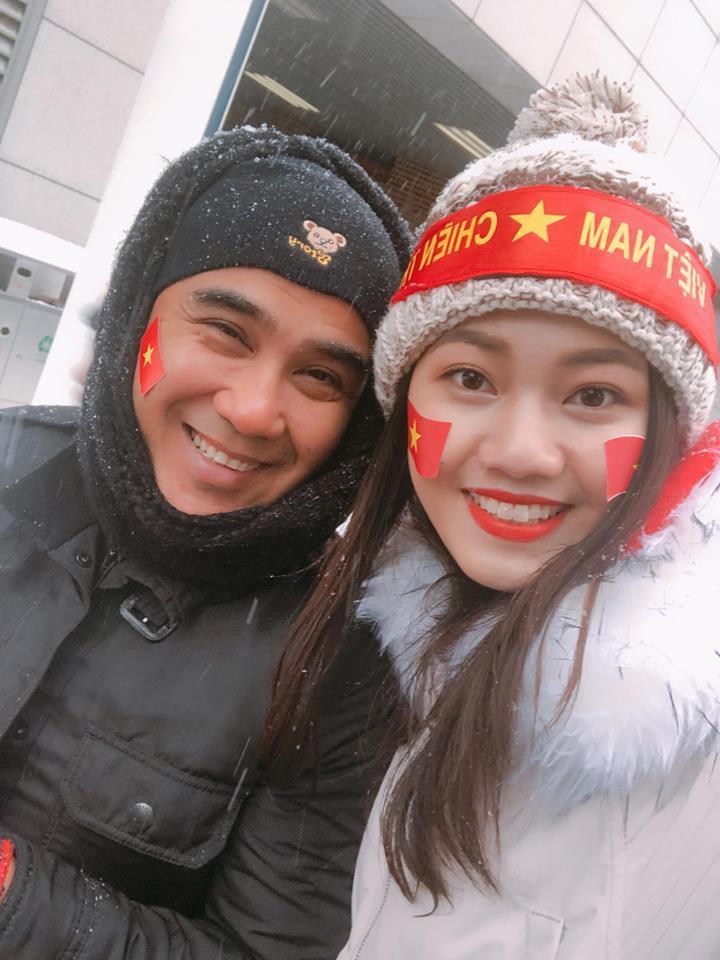 Á Hậu Thanh Tú selfie cùng HLV Park Hang-seo và Quang Hải-2