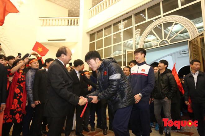 Thủ tướng đón U23 Việt Nam: Chưa bao giờ đợi lâu mà vui thế-1