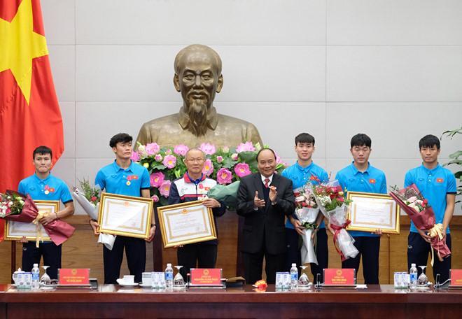 Thủ tướng đón U23 Việt Nam: Chưa bao giờ đợi lâu mà vui thế-2
