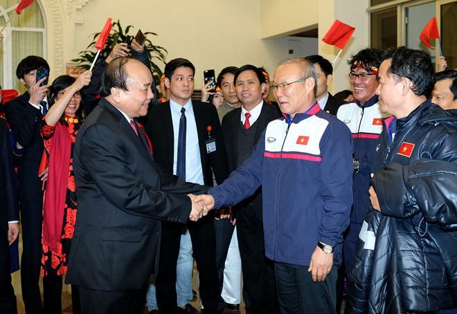 Thủ tướng đón U23 Việt Nam: Chưa bao giờ đợi lâu mà vui thế-3