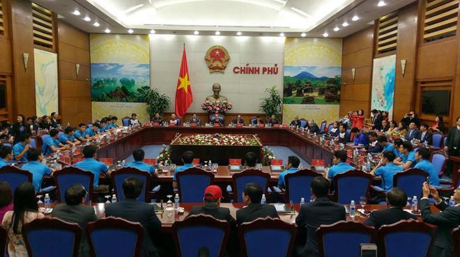 Thủ tướng đón U23 Việt Nam: Chưa bao giờ đợi lâu mà vui thế-5