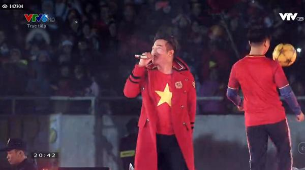 Minh Quân quẩy tưng bừng với ca khúc Tôi yêu bóng đá-1
