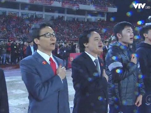 Tuyển U23 Việt Nam được lãnh đạo nhà nước trao tặng hoa-3