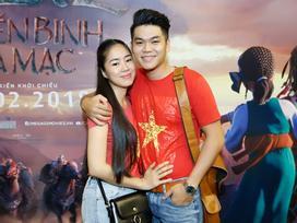 Diện đồ đôi cờ đỏ sao vàng, vợ chồng Lê Phương tự hào về các chiến binh U23 Việt Nam