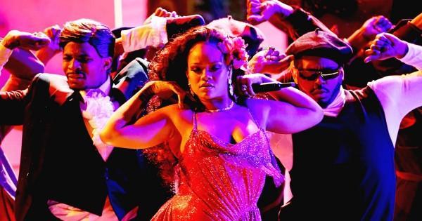 Nhận Grammy và diễn sexy, Rihanna sẽ xuất hiện hoàn hảo hơn nếu không phát phì thế này-2