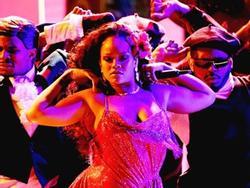 Nhận Grammy và diễn sexy, Rihanna sẽ xuất hiện hoàn hảo hơn nếu không phát phì thế này