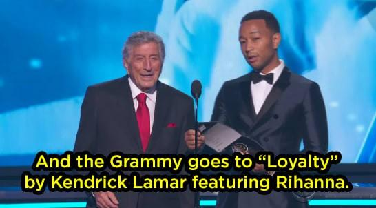 Grammy 2018: Huyền thoại 91 tuổi trao giải xong... đứng chắn khiến Rihanna không thể bước lên-1