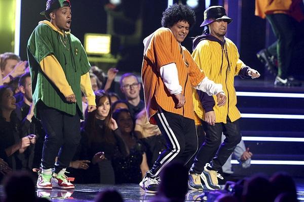 Tất tần tật về ca khúc giúp Bruno Mars đại thắng tại Grammy 2018-2