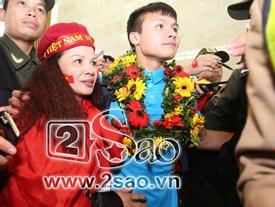 Tiền vệ Nguyễn Quang Hải: 'Chỉ một phút ngắn ngủi được ôm mẹ tôi cũng ấm lòng'