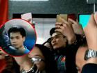 KHOẢNH KHẮC TRÁI NGƯỢC: Bùi Tiến Dũng bị fans bủa vây trong khi Công Phượng lầm lũi bước