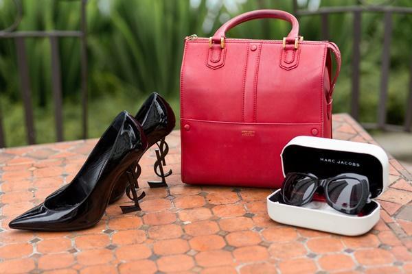 Ngắm những món hàng hiệu đắt xắt ra miếng của người mẫu Linh Chi-4