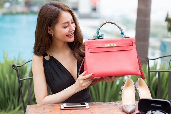 Ngắm những món hàng hiệu đắt xắt ra miếng của người mẫu Linh Chi-7