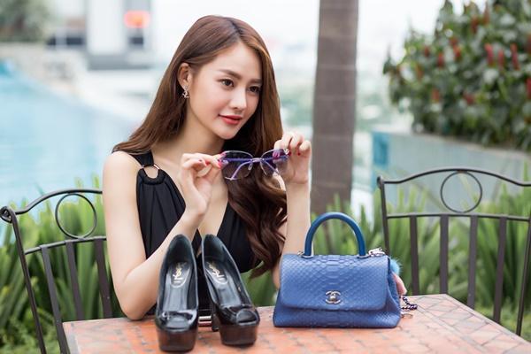 Ngắm những món hàng hiệu đắt xắt ra miếng của người mẫu Linh Chi-9