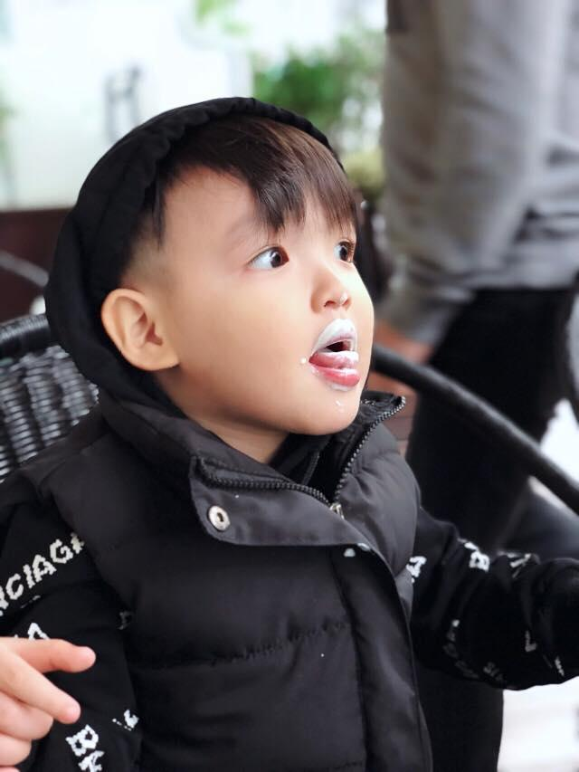 Hot girl - hot boy Việt: Tú Linh khiến fans ghen tị khi check in cùng loạt cầu thủ U23 Việt Nam-11